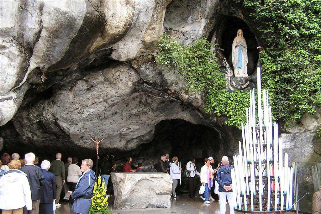 La grotte de Lourdes